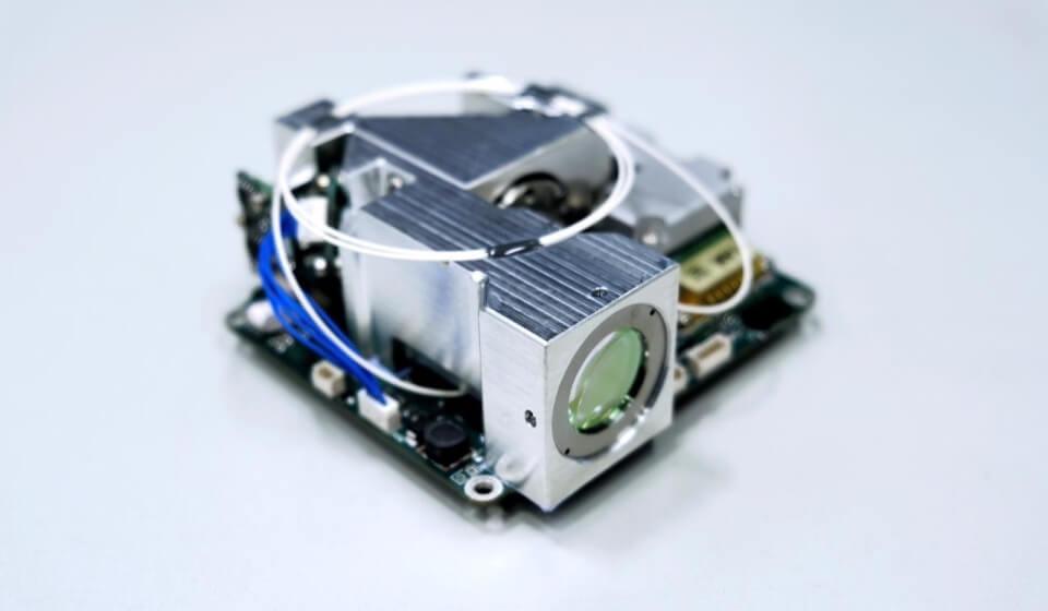 Das Bild zeigt ein Laserkommunikationsterminal für Kleinsatelliten.